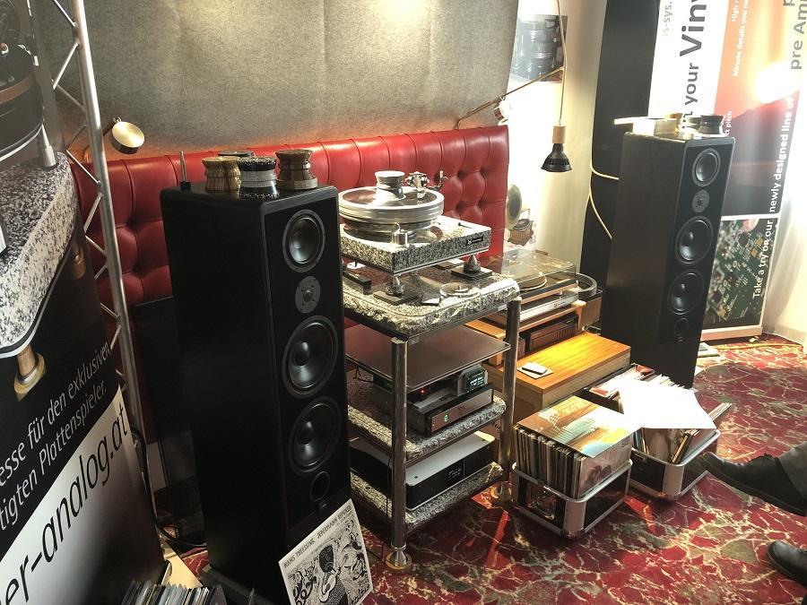Hauer gramofon od mermera.jpg